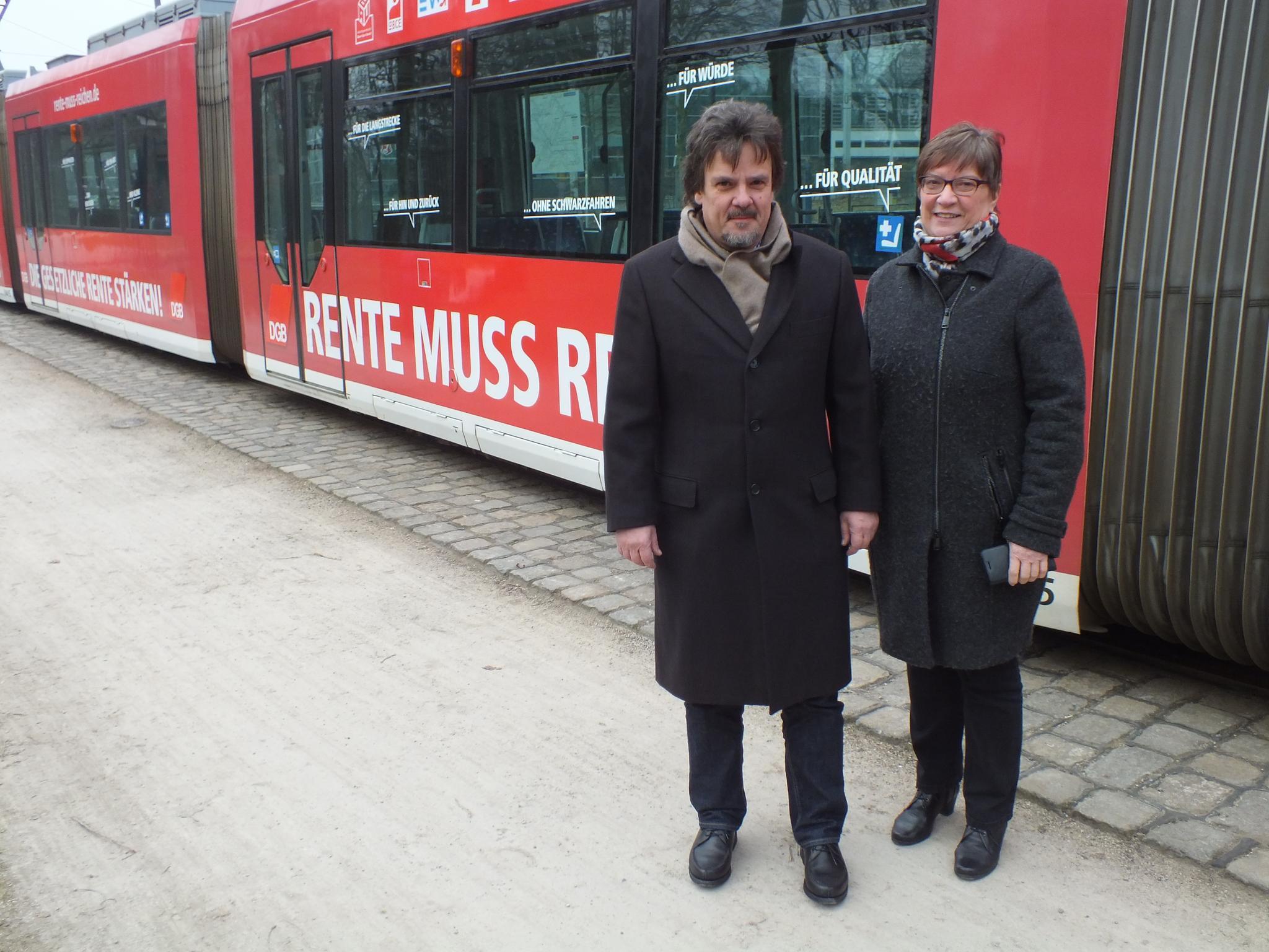 DGB Rentenkampagne auf Straßenbahn