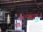 Vorsitzende Annette Düring hält Mairede auf der Bühne